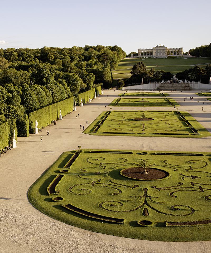Blick auf den Schlosspark von Schönbrunn / Schoenbrunn Palace park